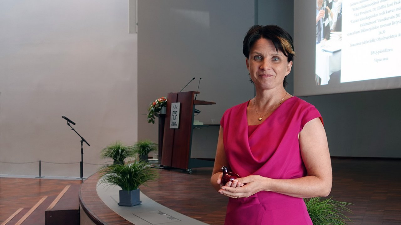 Oulun yliopiston Executive MBA -ohjelman 30-vuotisjuhlassa palkittiin vastuullisen liikkeenjohdon tutkielmia