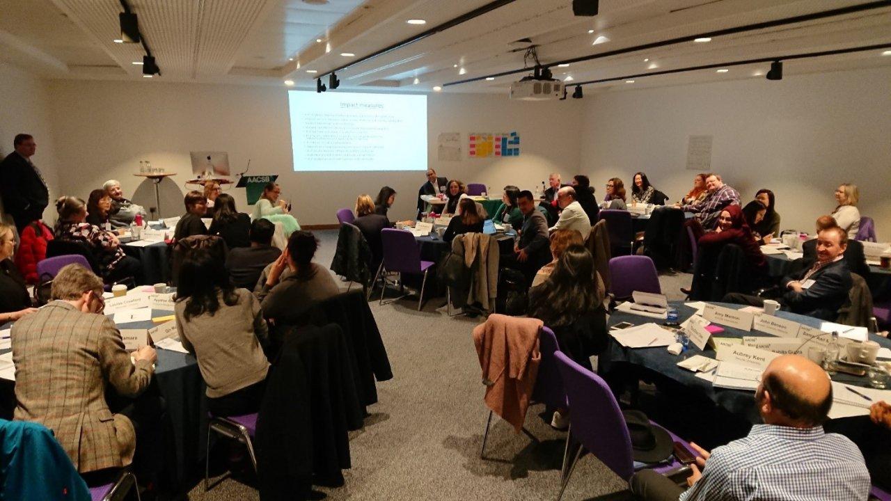 Kauppakorkeakoulujen ekspertit 22 maasta Osallisuus, innovaatiot ja vaikuttavuus -teemojen äärellä